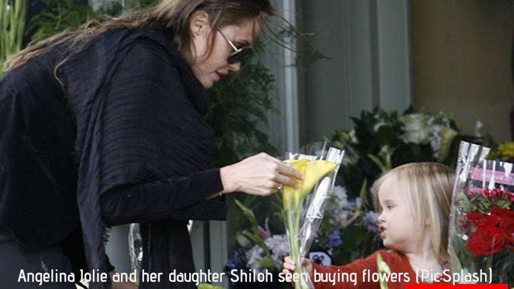 Phojoe Angelina Jolie an d Her Daughter buying Flowers